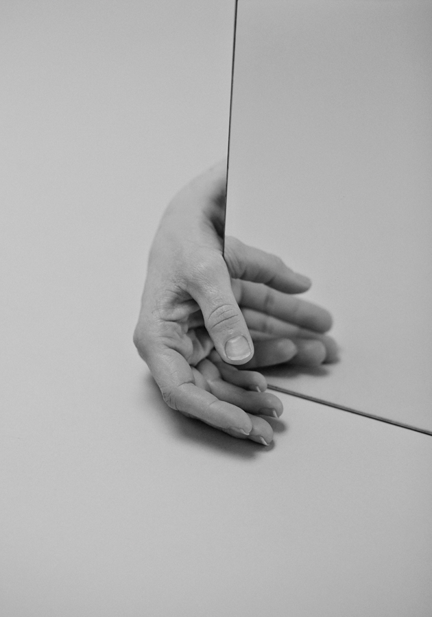 santiago perez touch hand photo 02